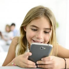 Пять смартфонов для школьников