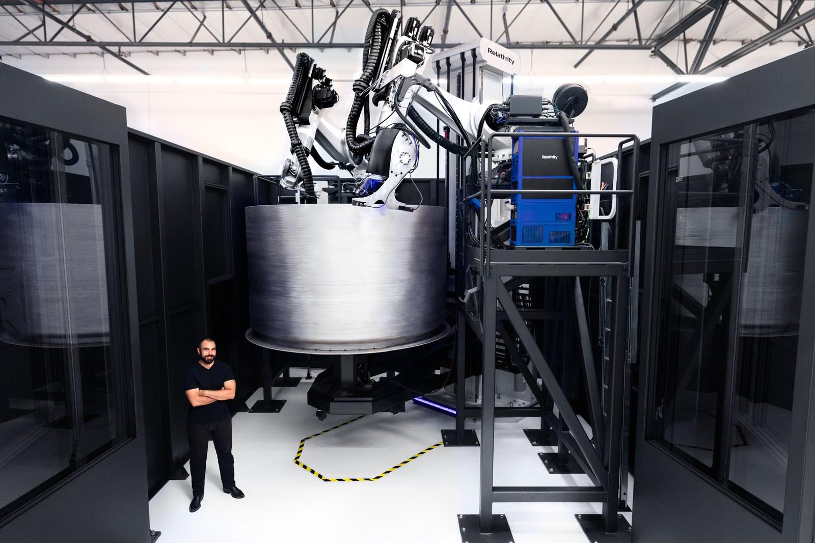 Управляемые ИИ гигантские 3D-принтеры печатают космические ракеты