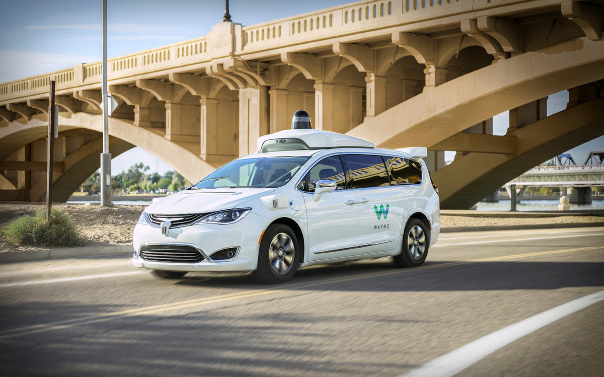 Waymo вскоре запустит автомобили без водителя, даже без «резервного»