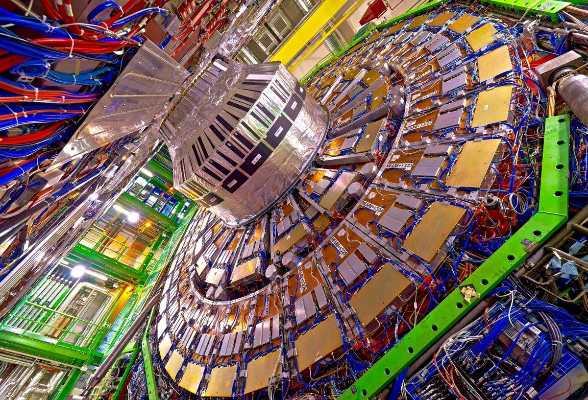 Как хранить петабайты данных адронного коллайдера