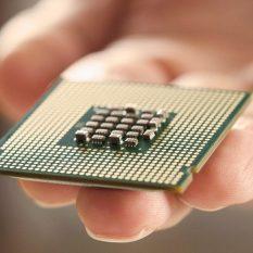 Война Трампа с Huawei: на кону контроль над мировой отраслью компьютерных чипов