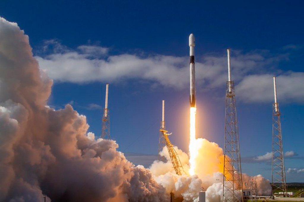SpaceX запустила на орбиту еще 60 спутников