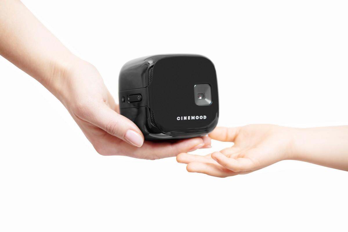 Выпущен первый в мире VR-проектор