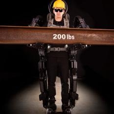 Представлен экзоскелет, который делает человека в 20 раз сильнее