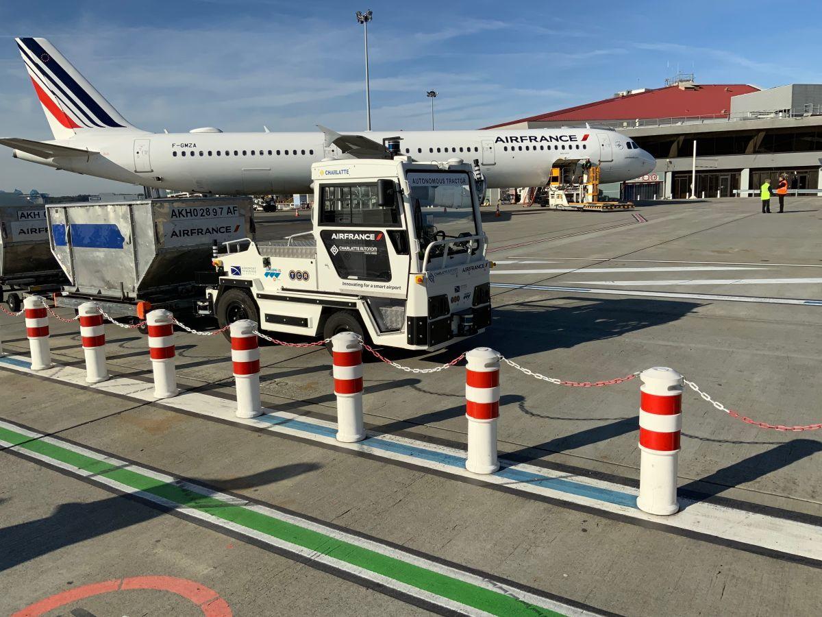 Французский аэропорт тестирует беспилотный багажный тягач