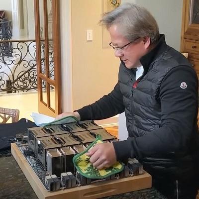 Генеральный директор Nvidia приготовил огромную видеокарту для GTC 2020